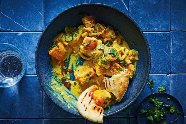 pumpkin curry with onion and cauliflower