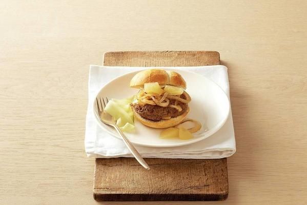 cheese burger with pear compote