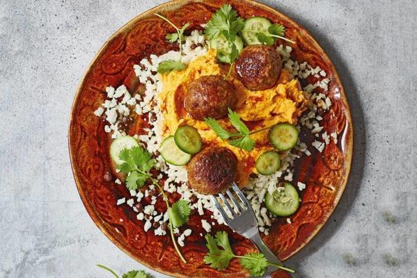 cauliflower rice with meatballs and pumpkin hummus