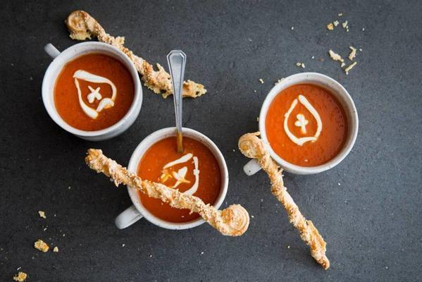 fresh tomato soup with crème fraîche miter