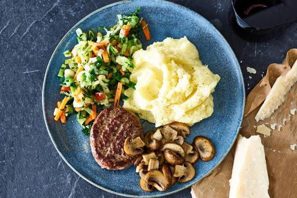 steak the boeuf with puree and mushrooms