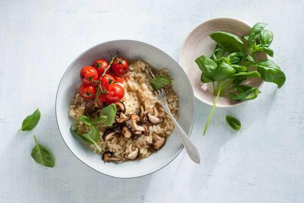 vegan risotto with shiitake and tomatoes