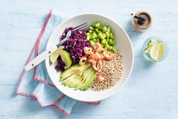 puffed quinoa salad with red cabbage, avocado and crayfish