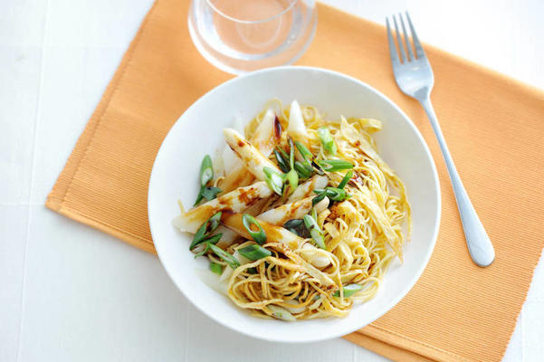 oriental asparagus with omelet and noodles