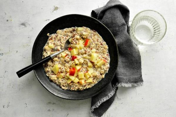 overnight breakfast cereal with apple