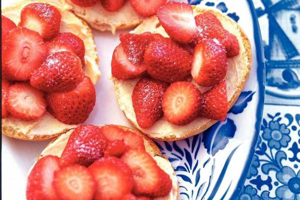 biscuit with vanilla butter and strawberries