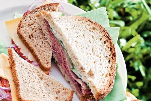 roast beef sandwich with horseradish sauce and cucumber