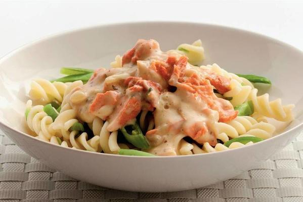 fusilli with salmon and string beans