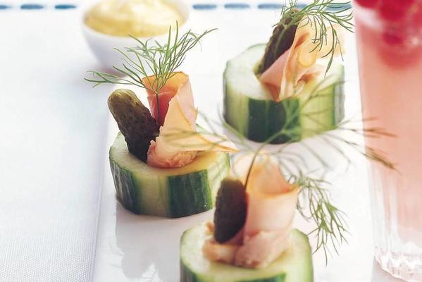 cucumber rings with ham