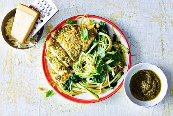 pasta pesto with spinach and crispy chicken