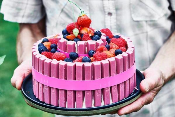 pink kitkat cake