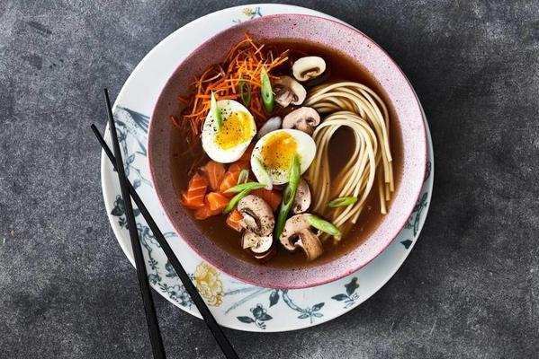 noodles with salmon and vegetables