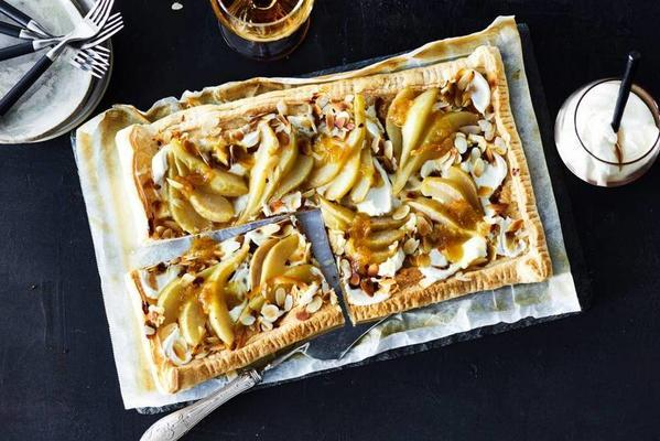 plate pie with pear, mascarpone and roasted almond