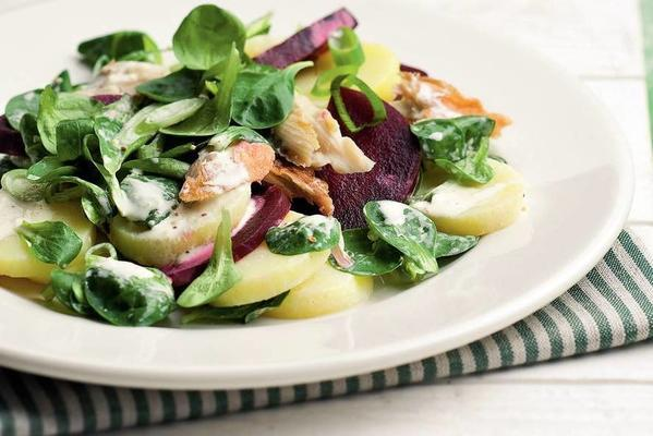 lukewarm field salad with mackerel
