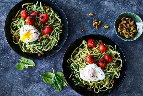 zucchini spaghetti with tomato and pistachio