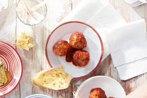 spanish meatballs in spicy tomato sauce (albondigas)