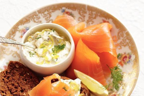 salmon on toast with lemon cream