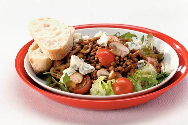 lentil salad with blue cheese and vinaigrette