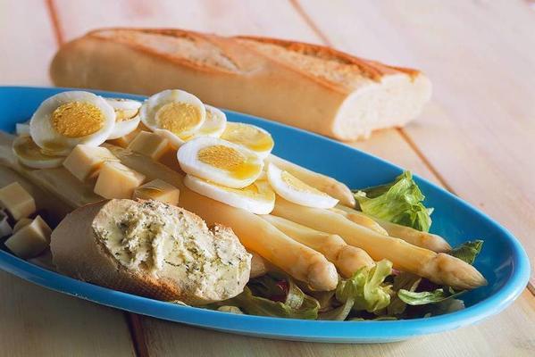 asparagus salad with truffle vinaigrette