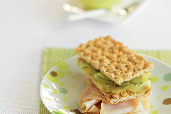 crispbread with chicken breast and cucumber salad