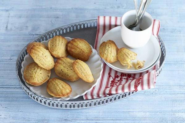 madeleines with apple and cinnamon
