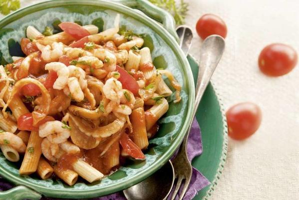 penne with tomatoes and shrimps