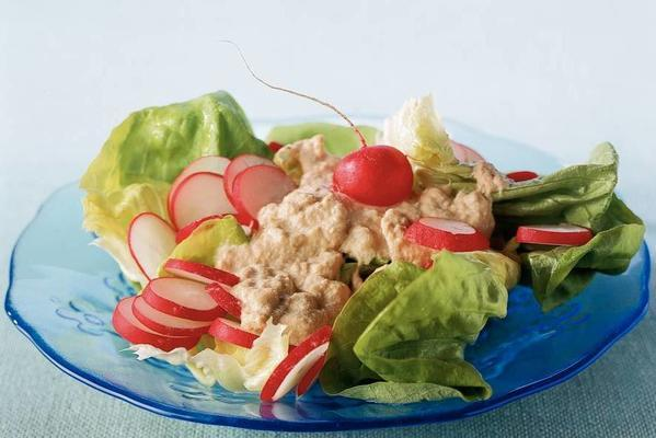 cabbage lettuce with tuna dressing