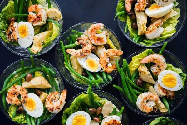 mini salad niçoise with grilled shrimps