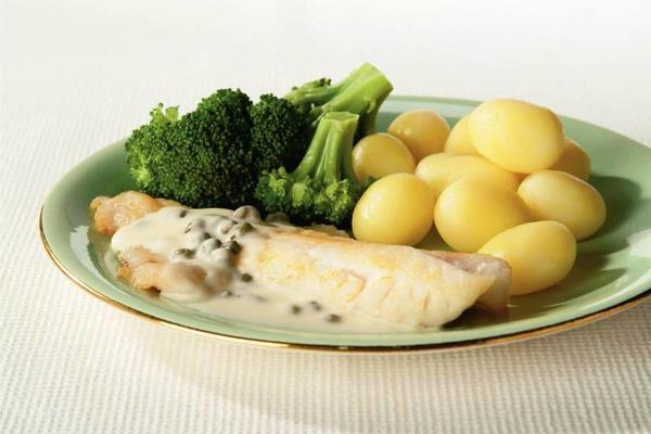 redfish fillet with creamy wine sauce
