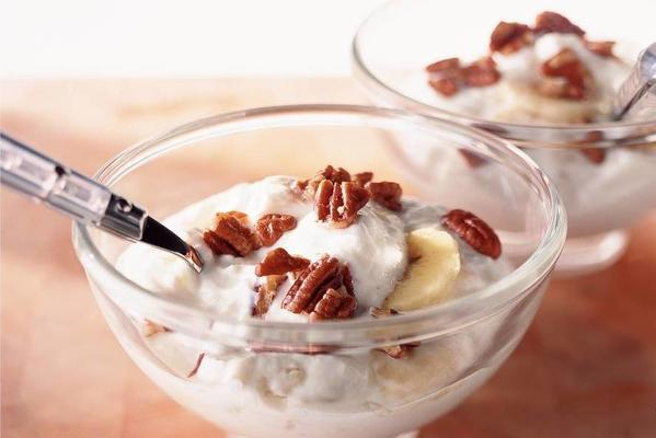 cottage cheese with banana and nuts