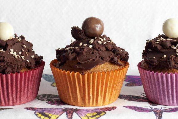 raisin-sesame cupcakes with chocolate ganache