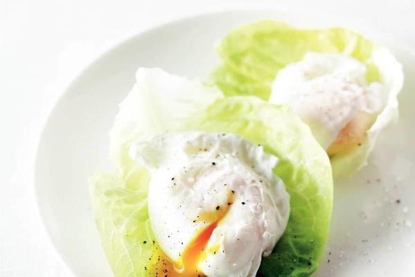 poached egg in lettuce leaf