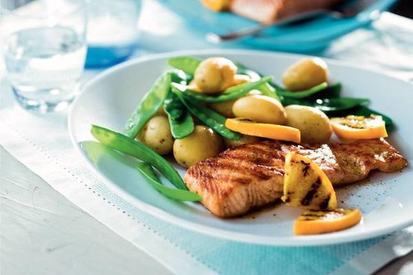 spicy salmon with snow peas