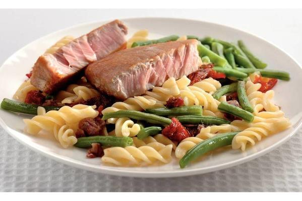 fusilli with green beans and tuna