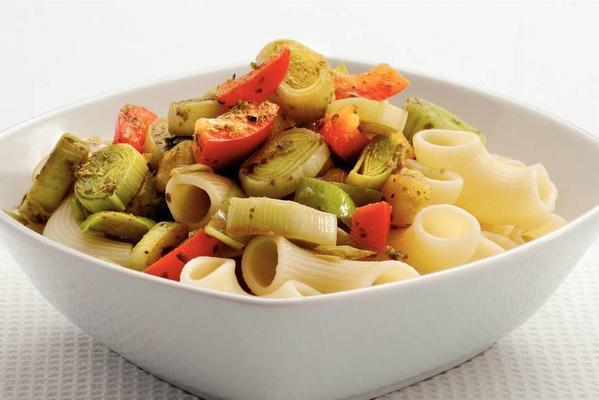 macaroni with pesto leek