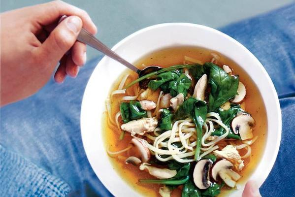 Chinese chicken soup with spinach