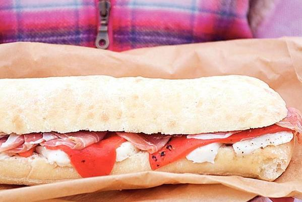 ciabatta with parma ham, mozzarella and grilled peppers