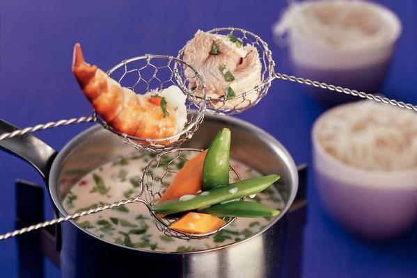 thai bouillon fondue with coconut milk