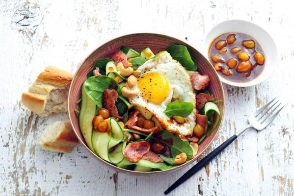 spinach salad with bacon and cashew nuts