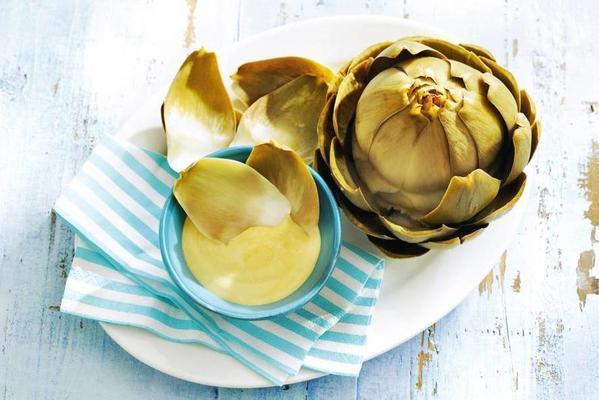 artichoke with garlic mayonnaise