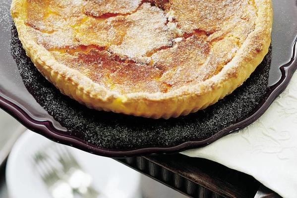 sugar pie with almonds
