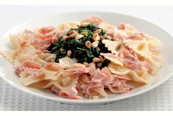 farfalle with creamy ham sauce