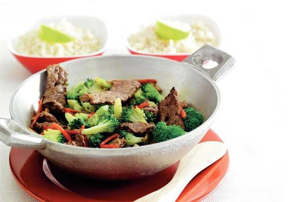 stir-fried broccoli with steak and red pepper