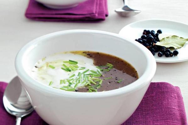 shallot soup with juniper berries