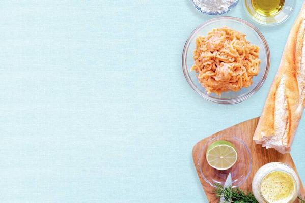 salmon burger with lime and dill