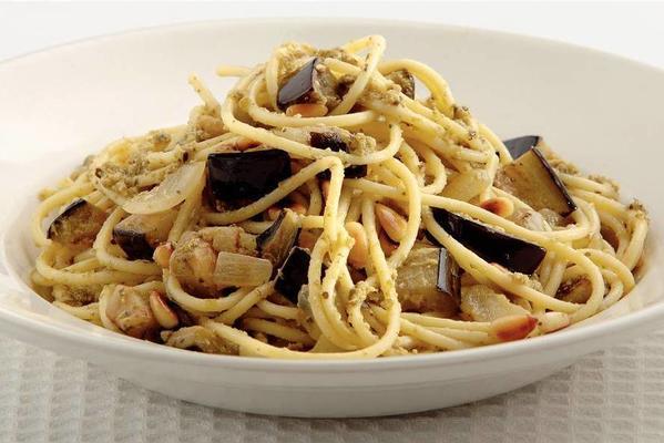 spaghetti with eggplant and pesto