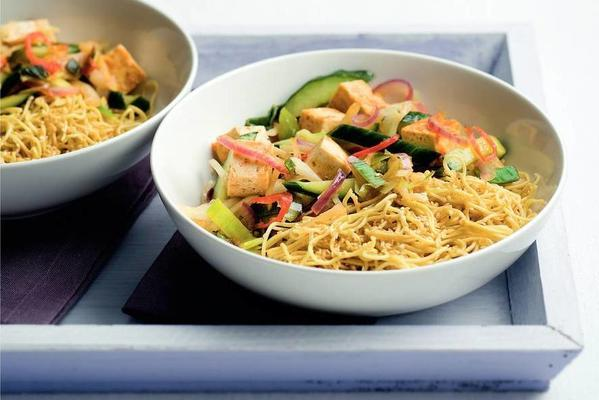 sesame-noodles with thai vegetables and tofu