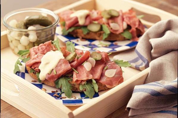 bruschetta with pastrami