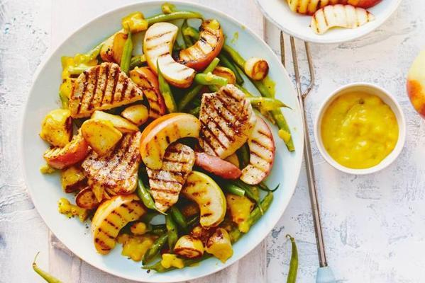 grilled fillet steaks with apple, green beans and bantam