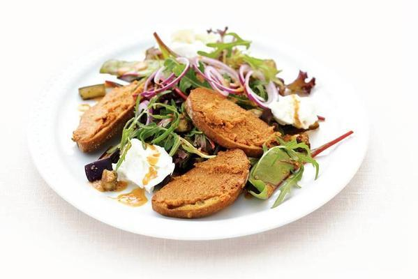 salad red pesto